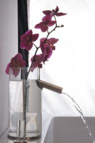 Скляний змішувач Flower у вигляді вази для квітів.