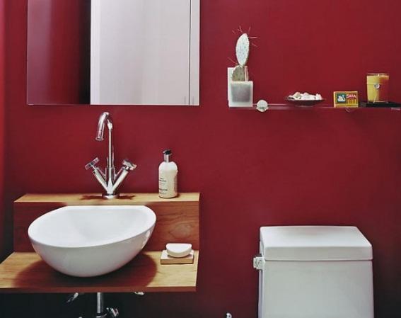 Яркие цвета в ванной комнате